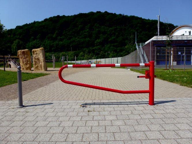 Barrière-porte pivotante